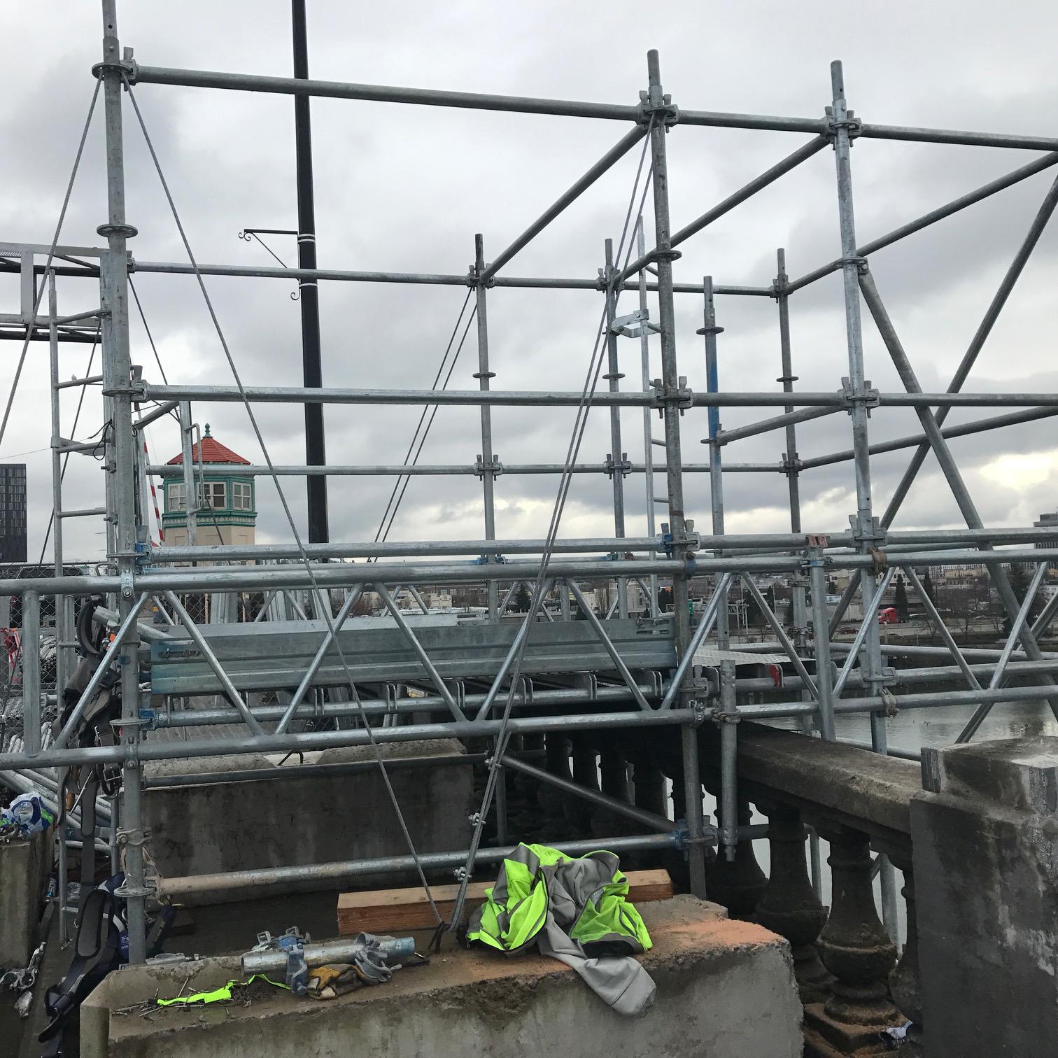 OR Burnside Bridge Scaffolding